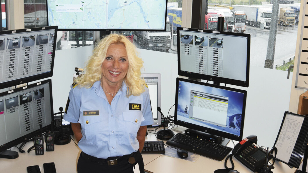 GJØR DEG KJENT MED TOLLREGLENE: Wenche Fredriksen er seksjonssjef ved Svinesund tollkontor. Foto: Martine Jensen