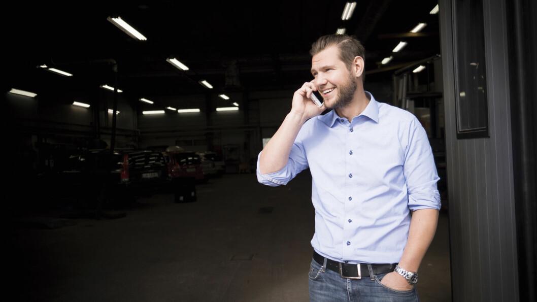 75 PROSENT NORSKE KUNDER: Stefan Reuthenberg er eier og daglig leder av Turessons Bil i Årjäng. De tilbyr norske kunder en tollprosedyre som gir kundene momsfritak.