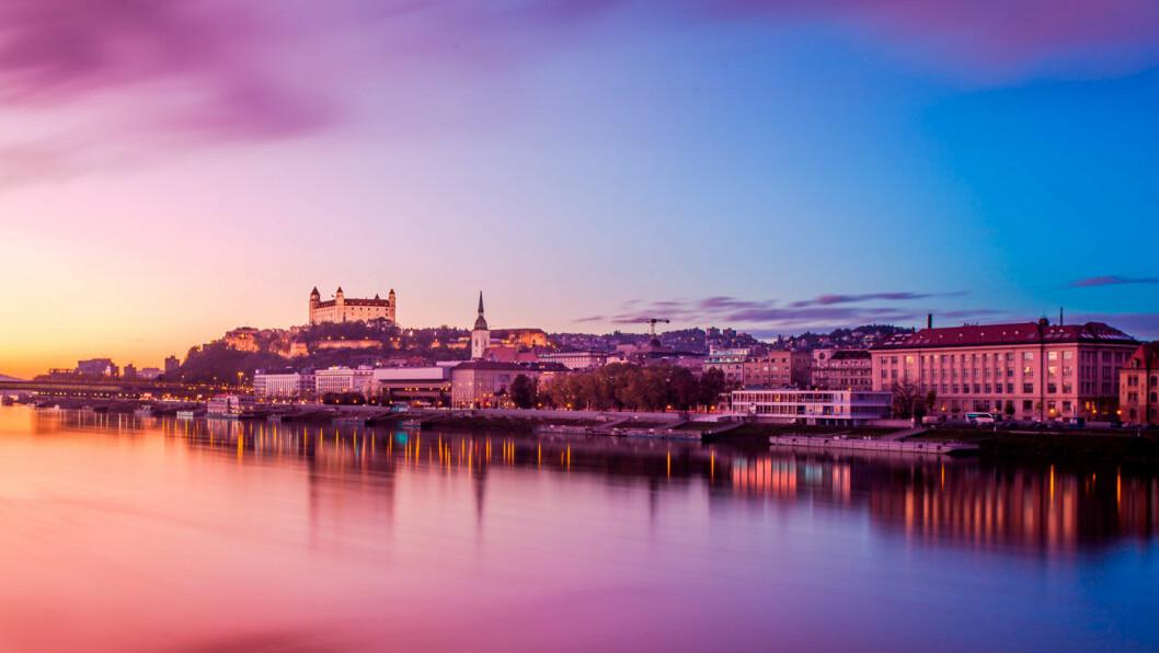 SLOVAKIAS HOVEDSTAD: Bratislava slott ligger på en høyde med utsikt over byen og Donau.