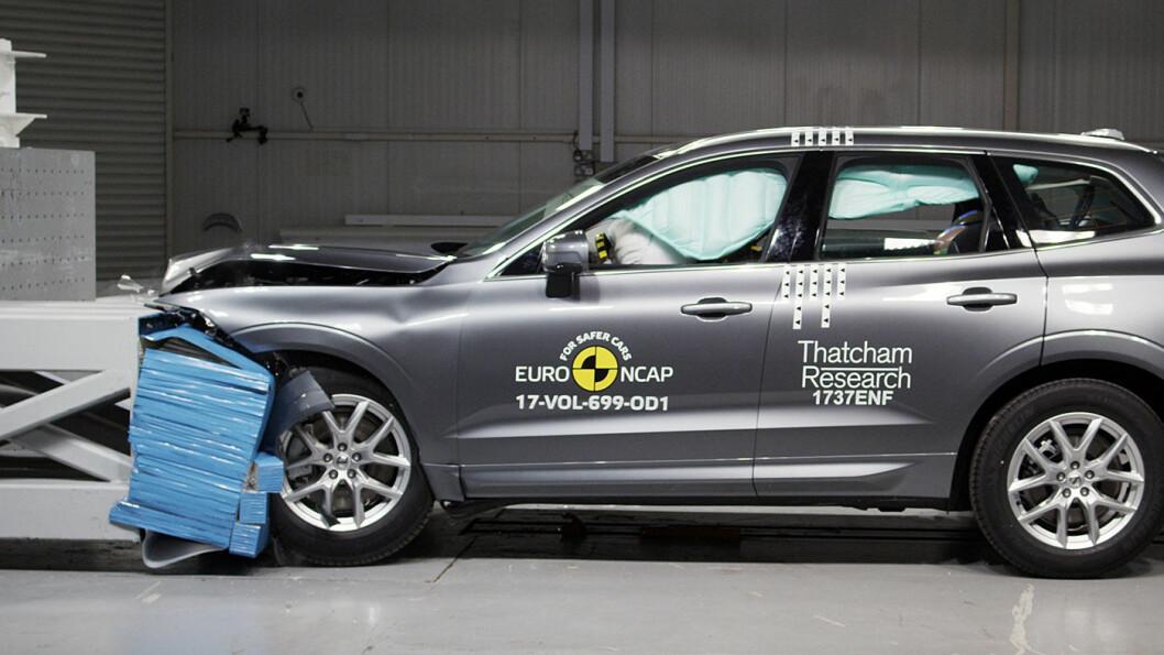 SKÅRER BEST: Volvo XC60 er en av tre biler som oppnår best poengsum med tanke på sikkerhet for barn, og den får hele 98 % totalt i Euro NCAPs siste kollisjonstest. Foto: Euro NCAP