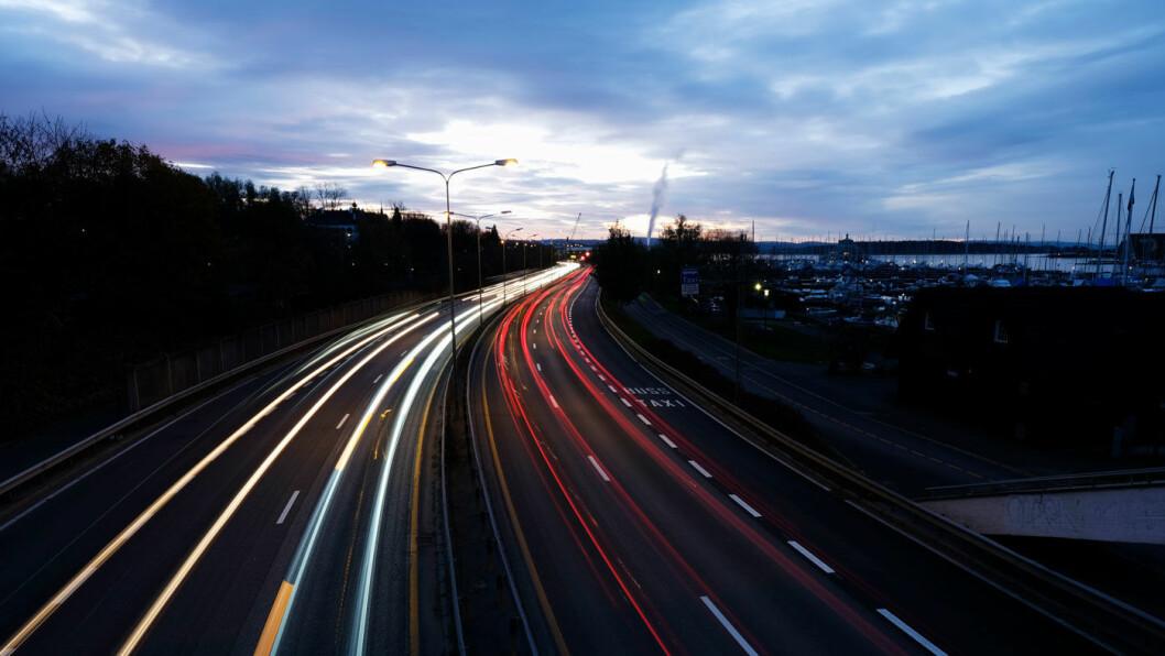 STERK I TROEN: – Jeg tror Stortingets mål om at vi i 2025 kun skal selge nullutslipps personbiler er innenfor rekkevidde, sier Høyre-politiker Nikolai Astrup. Foto: Jon Terje Hellgren Hansen
