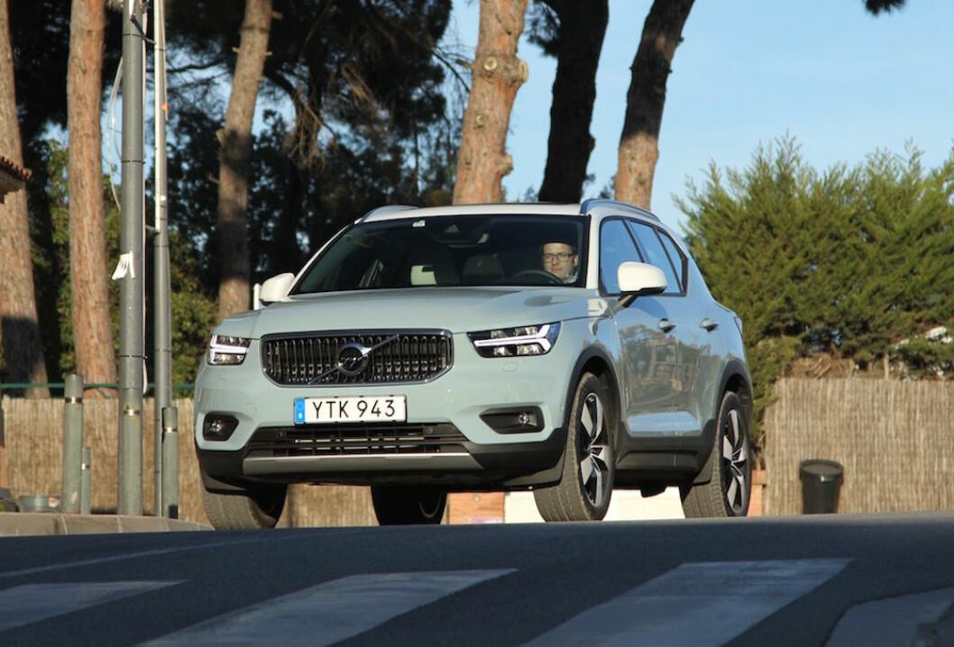 NY OG SPENNENDE: XC40 er starten på en ny tid for Volvo. Den blir den første elektriske bilen fra Volvo, kan deles med venner og familie og i stedet for å kjøpe kan du tegne et 24 måneders abonnement. Til høsten kommer den som ladbar hybrid. Foto: Rune Korsvoll