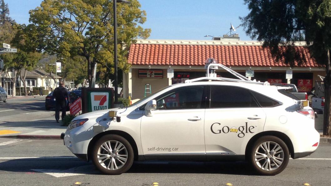KJØRER SELV: En av Googles selvkjørende biler.