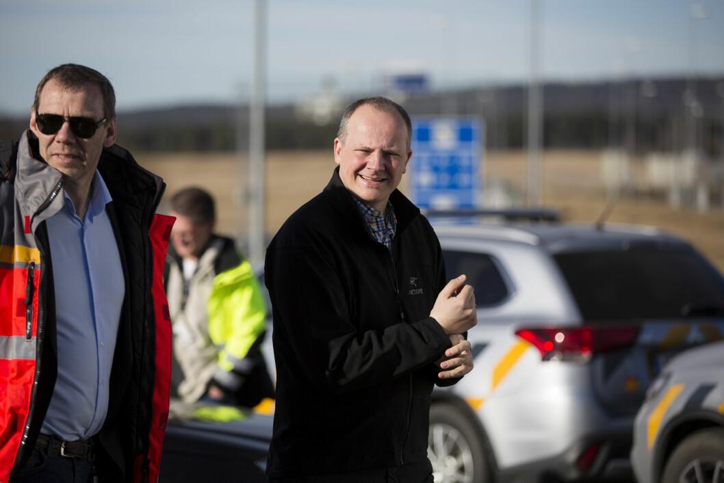 VIL ELEKTRIFISERE: – Det er viktig at det lønner seg å bruke elbil, også når man skal parkere, sier Ketil Solvik-Olsen. Foto: Espen Røst