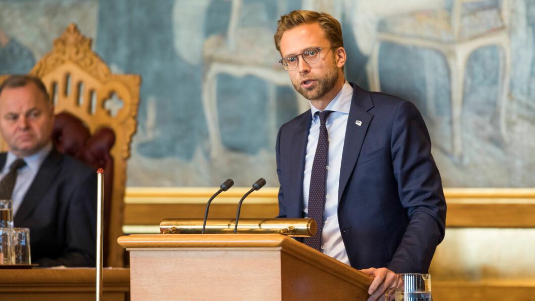 FÅR KRITIKK: Nikolai Astrup, Høyres leder av finanskomitéen, har ledet forhandlingene om et budsjett som bilbransjen mener splitter hybridkjøperne på en urimelig måte. Foto: Stortinget