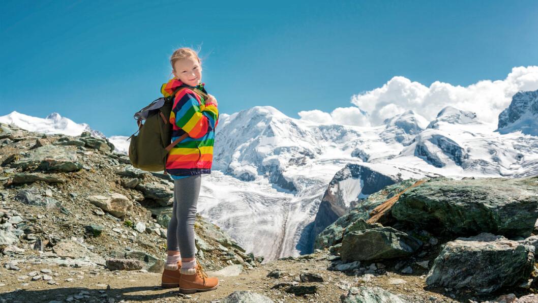ALPENE FOR HELE FAMILIEN: Zermatt i de sveitsiske Alpene passer like godt for barnefamilier som for voksne som ønsker en aktiv ferie. Foto: Shutterstock
