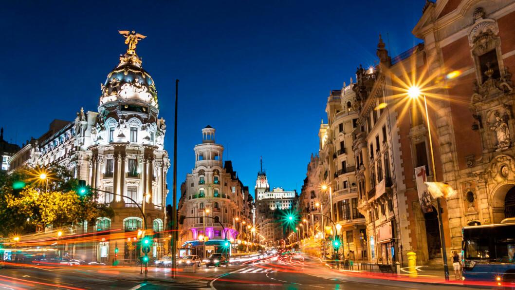 FLY TIL FEM STORBYER I EUROPA: Madrid frister med Prado-museet, flotte parker og et livlig folkeliv. Foto: Shutterstock