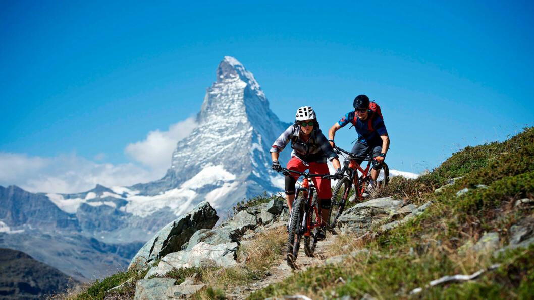 AKTIV FERIE: Sykling i fjellet, fotturer eller en tur på ski på breen med spektakulære Matterhorn i bakgrunnen. Foto: Michael Portmann