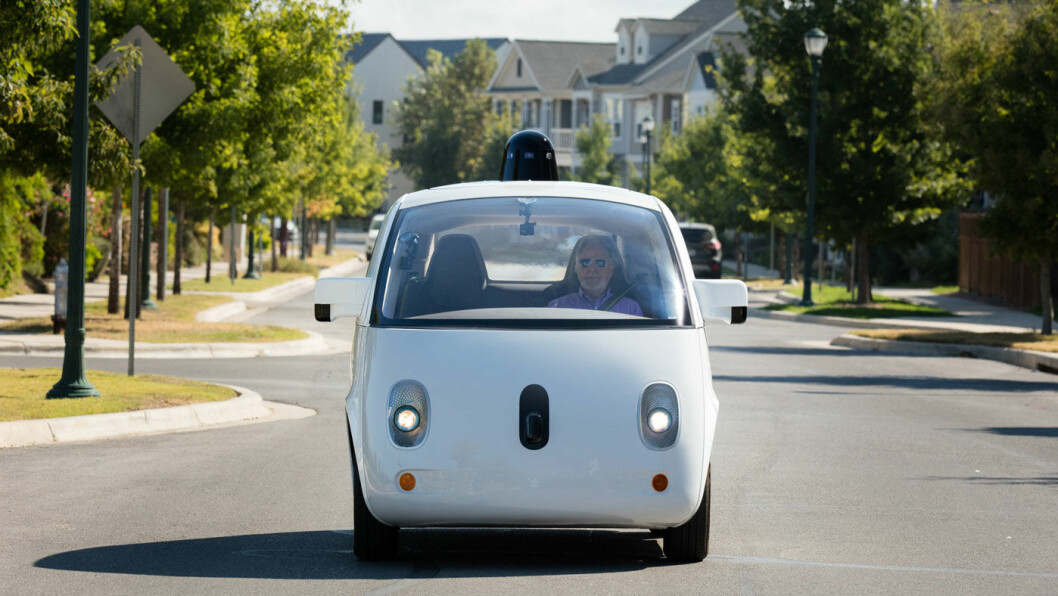 DEN FØRSTE TUREN: Blinde Steve Mahan var passasjer på den første ferden med Waymo, Googles selvkjørende bil.