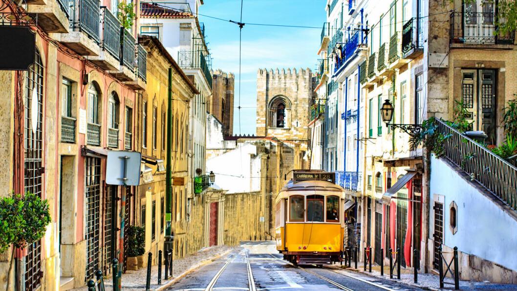 EN AV EUROPAS ELDSTE BYER: Lisboa har masse historie, og trikken er et kjent innslag i bybildet.