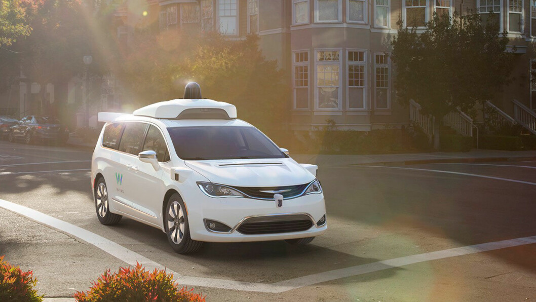 (SNART) ET VANLIG SYN: Selvkjørende biler, som denne Chrysler Pacifia Hybrid, ute på tur i gatene i California.