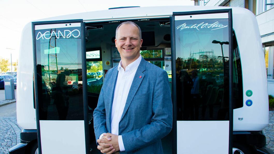 KLARSIGNAL: Et enstemmig Storting følger samferdselsminister Ketil Solvik-Olsens forslag om å tillate testing med selv kjørende busser Foto: Tor Livius Midtbø