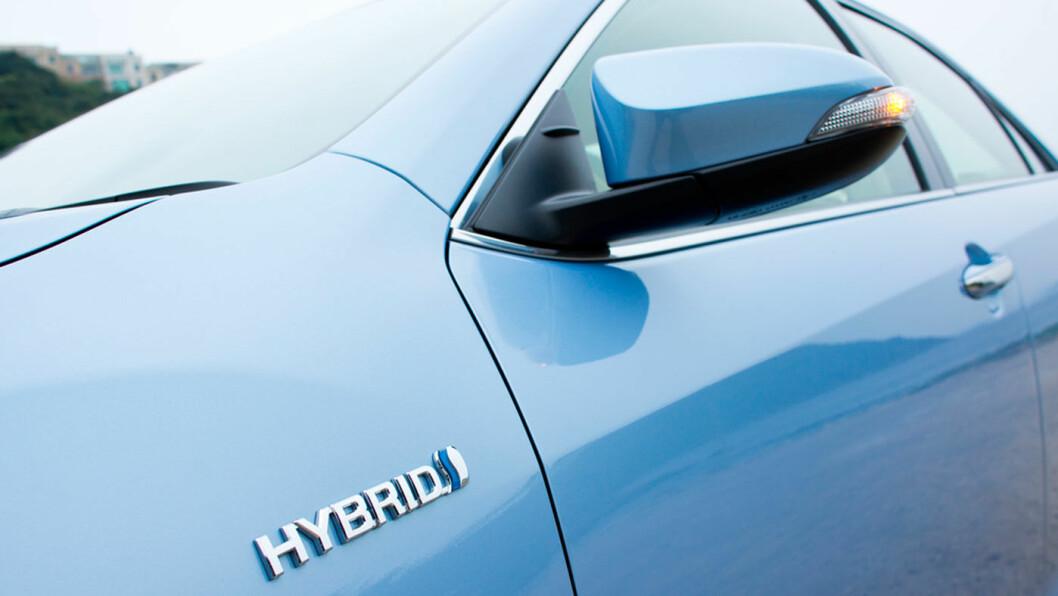 SALGSSUKSESS: Hybridbiler selger godt. Spørsmålet er om de har et liv i Norge med tanke på utslipp og avgifter. Foto: Shutterstock