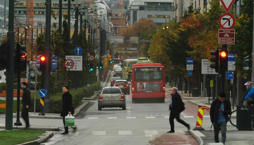 FOTOBOKS-KONTROLL: Trafiikklysene bør kunne overvåkes av fotobokser, mener Oslos miljøbyråd.