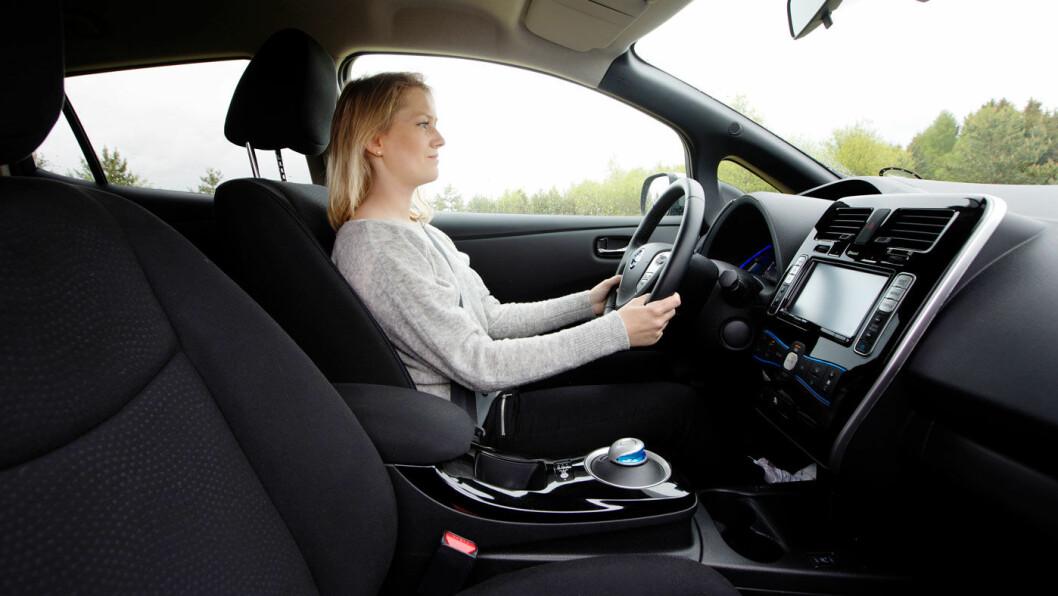 ET MINUS: Nissan Leaf er lettkjørt og ganske komfortabel, men får trekk for plassen i førersetet.