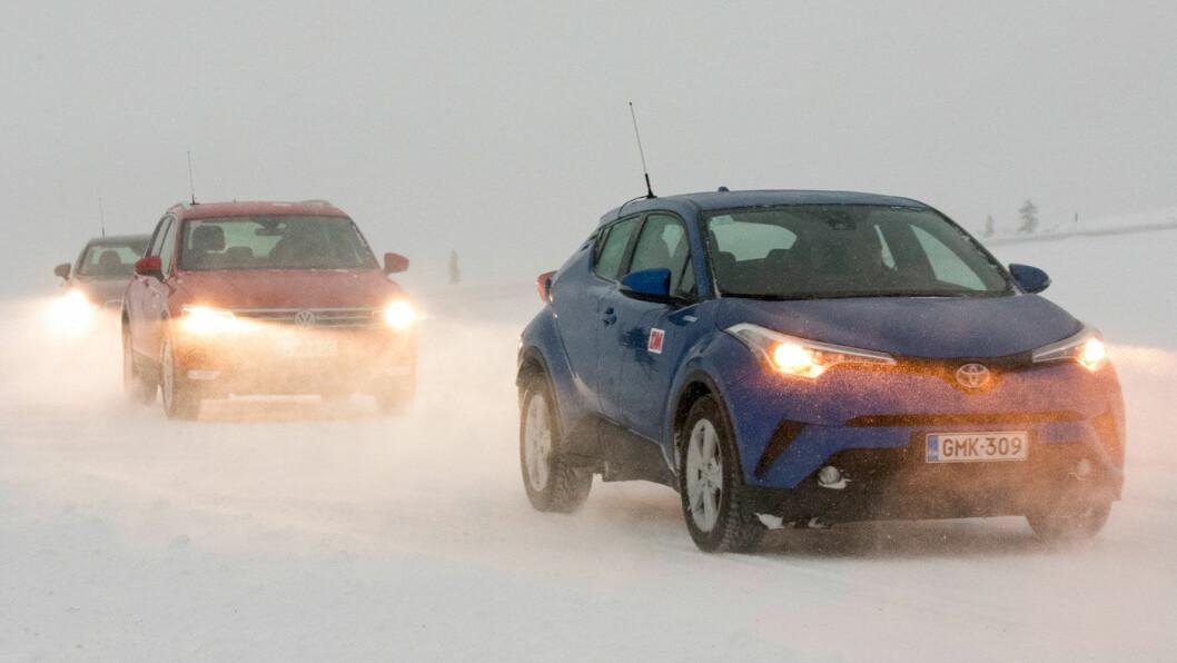 EN LITER PÅ MILA: En liter på mila høres ut som en historie fra gamle dager, men flere biler noterte seg for så høyt forbruk under Motors test i vinterkulde. Mest effektiv forbrenning hadde Toyota C-HR Hybrid. Foto: Rune Korsvoll