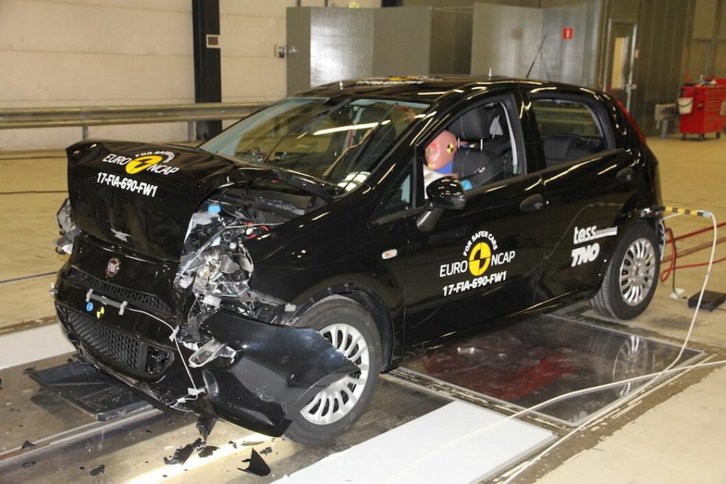 NULL STJERNER: Fiat Punto, som kom på markedet i 2005 og ikke er særlig forandret siden, har fått null stjerner i EuroNCAPs kollisjonstest. Bilen selges ikke i Norge nå. Foto: EuroNCAP