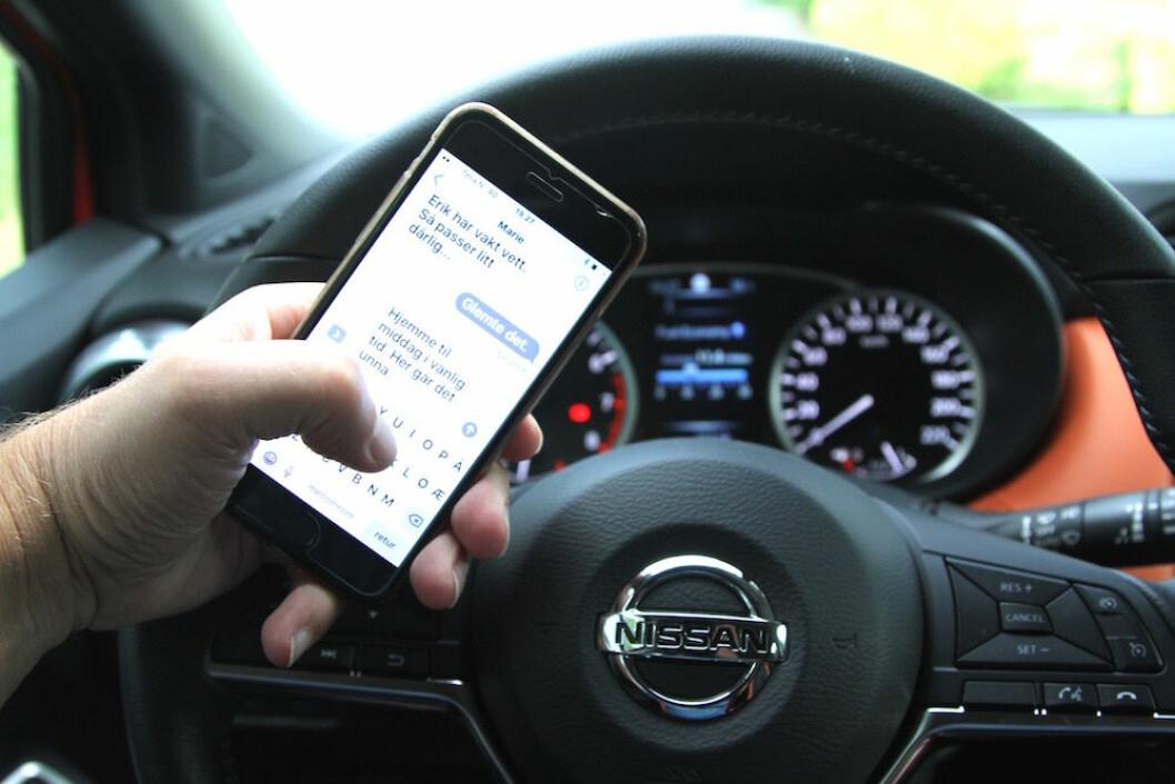 SIST I EUROPA: Sverige blir siste land i Europa, når forbud mot bruk av mobiltelefon bak rattet innføres 1. februar. Foto: Rune Korsvoll