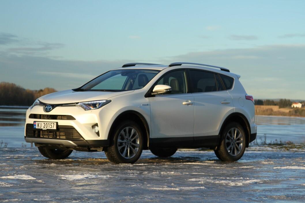 NYTT LIV: – Toyota Rav4 Hybrid er sterk og økonomisk, med en pris som gjør at andre utgaver blir uaktuelle. Foto: Rune Korsvoll