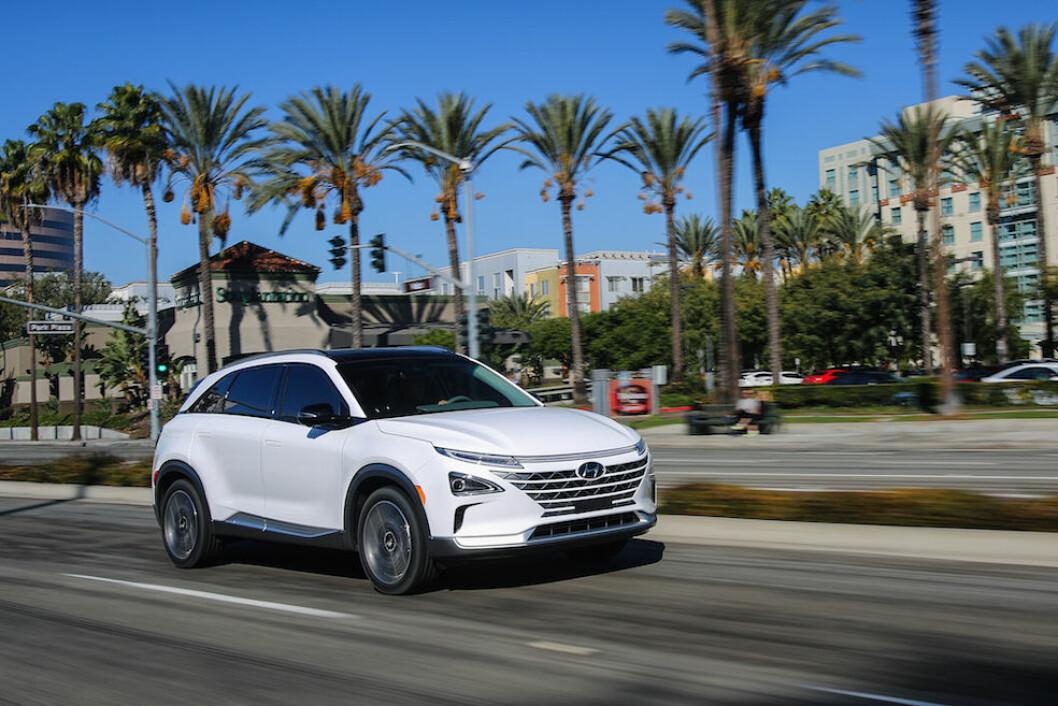 LANG REKKEVIDDE: Med en rekkevidde på 590 kilometer på en tank hydrogen, nærmer Hyundai Nexo seg kjørelengden til en bensinbil. Prisen blir trolig rundt 450.000 kroner. Foto: Hyundai