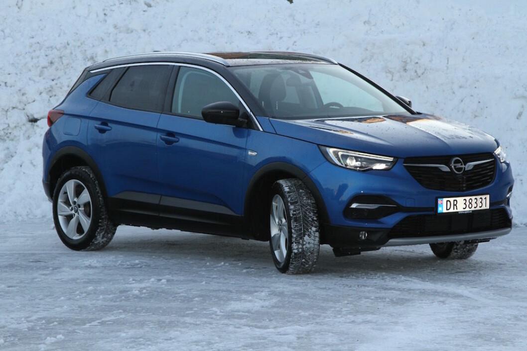 TRILLING: Opel Grandland X er trilling til Peugeot 3008 og Citroen C5 Aircross (kommer i sommer), men har sin egen identitet. Foto: Rune Korsvoll