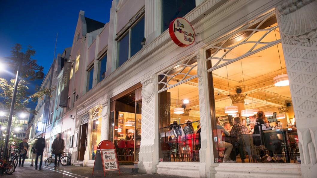 KJØPELYSTEN: Det er mange spennende butikker for de shoppinglystne, særlig i Reykjavik. Men også Akureyri (bildet) har et sentrum med en rekke fine butikker.