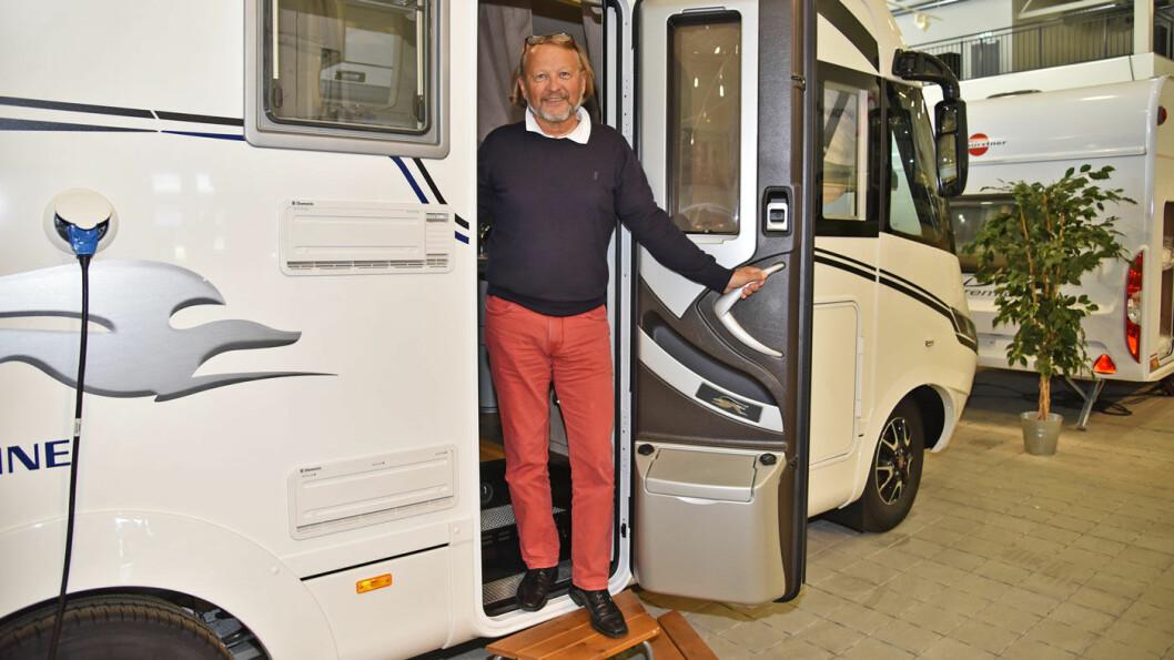 FORNØYD MED FJORÅRET: Geir Holm, generalsekretær i Norges Caravanbransjeforbund (NCB), registrerer et rekordhøyt salg av nye bobiler i Norge.