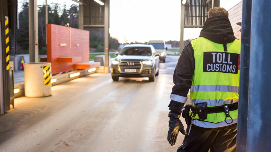 LITEN RISIKO: Bare 0,2 prosent av kjøretøyene stoppes på svenskegrensen. Her fra kontroll på Svinesund. Foto: Foto: Tor Erik Schrøder / NTB Scanpix