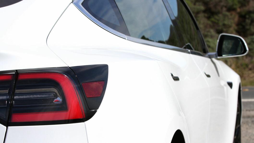 KLASSISK: Tesla Model 3 er en typisk Tesla i designet.