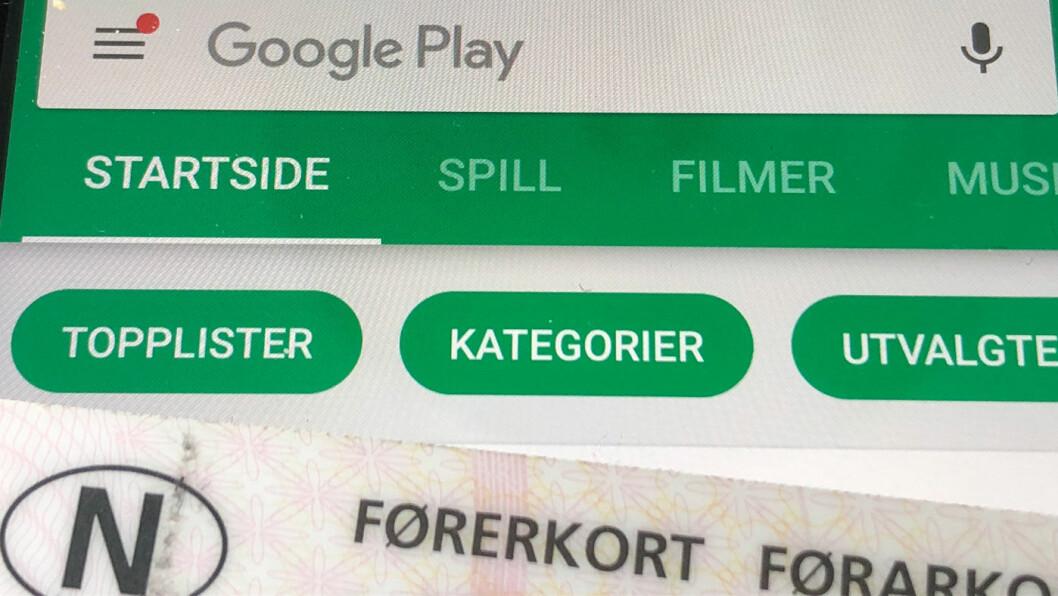 DIGITALT: Om noen år kan vi trolig også i Norge bytte ut det fysiske førerkortet vårt med en digital løsning via en app. Foto: Geir Røed