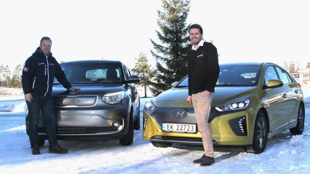 GIR GODE ELBIL-RÅD: Thorolf Rudolfsen (t.v.) selger Kia Soul og Andreas Schøyen Hyundai Ioniq. De vet litt om hvordan man skal øke rekkevidden på kalde dager.