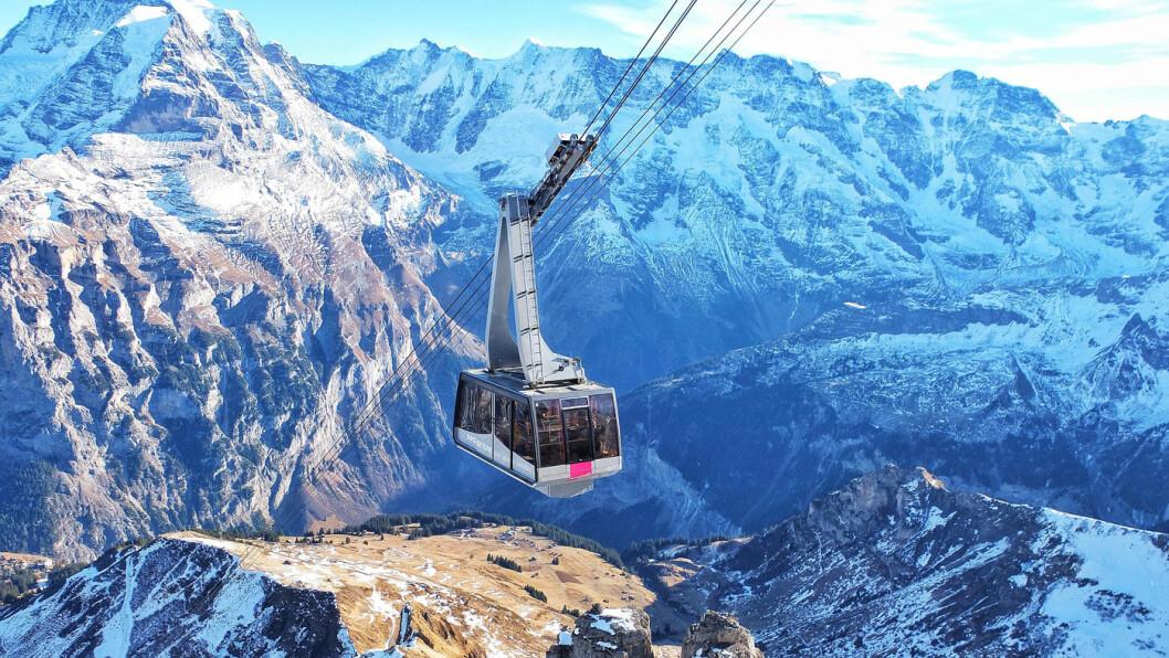 DE SVEITSISKE ALPER: Majestetisk og fantastisk, turen tar oss blant annet til fjellet Schilthorn/Piz Gloria, kjent fra James Bond. Foto: Leila Azevedo, Unsplash