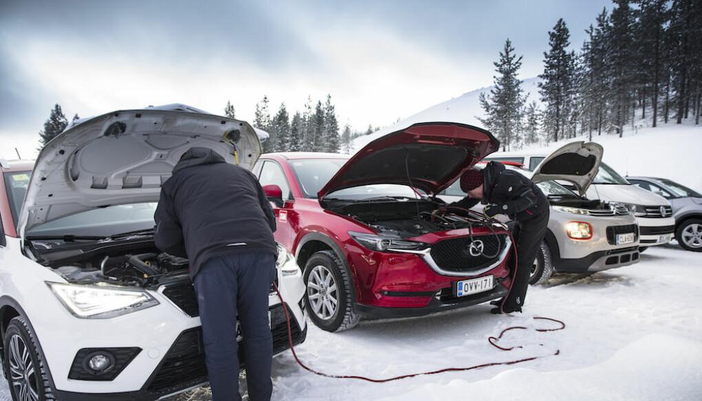 UKJENT: Ikke lett å vite hva som er under panseret på en moderne bil.