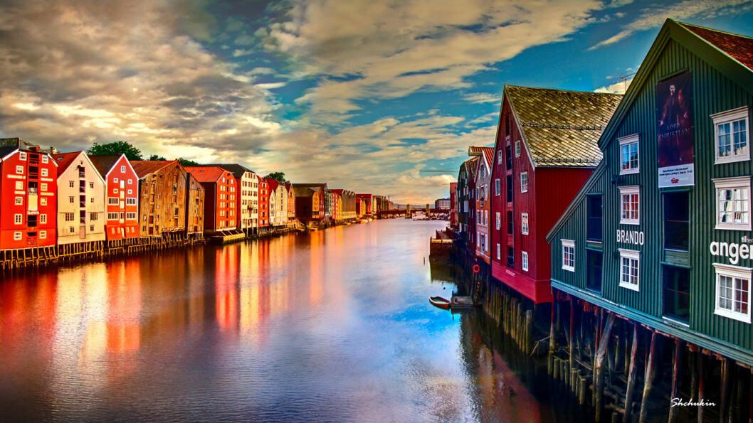 MIDT PÅ TREET: Trondheim kommune driver flere av P-husene i byene, og de kommunale anleggene i byen ved Nidelva ligger midt på treet prismessig. Foto: Alexander Shchukin/Flickr