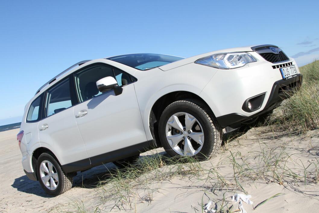 BARSKERE: Nye Subaru Forester har fått et barskere utseende og klarer barskere kjøreforhold enn de fleste. Foto: Rune Korsvoll