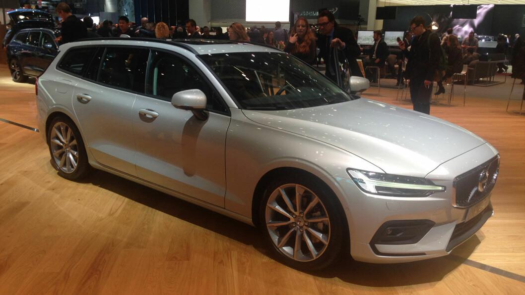 ERSTATNING:– Vi tror V60 vil treffe mange tidligere V70-kunder. Den er mindre enn V90 og større enn gamle V60, sier Volvo-sjef Øystein Herland. Foto: Øivind A. Monn-Iversen