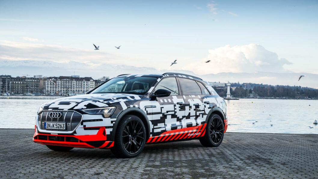 HEMMELIG: Audi har bokstavelig talt lettet litt på sløret rundt e-tron i Geneve. Med ujevne mellomrom har kamuflasjen blitt fjernet – mest for å vise et nytt lag med distraherende farger og mønstre.