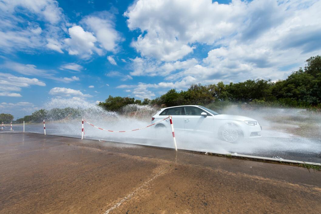 SUVEREN: Ingen er i nærheten av Michelin-dekkets prestasjoner når vi tester for evnen til å takle vannplaning. Foto: Marko Mäkinen