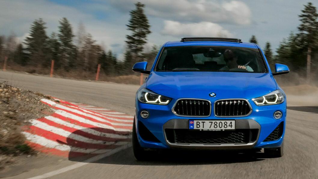STILIG LILLEBROR: Først og fremst er X2 en bil som skal nytes. Foto: Jon Terje Hellgren Hansen