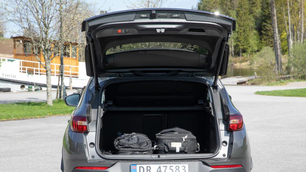 ENKELT: Bagasjevolumet er brukbare 514 liter, men vi savner større fleksibilitet både i bagasjerommet og baksetet.