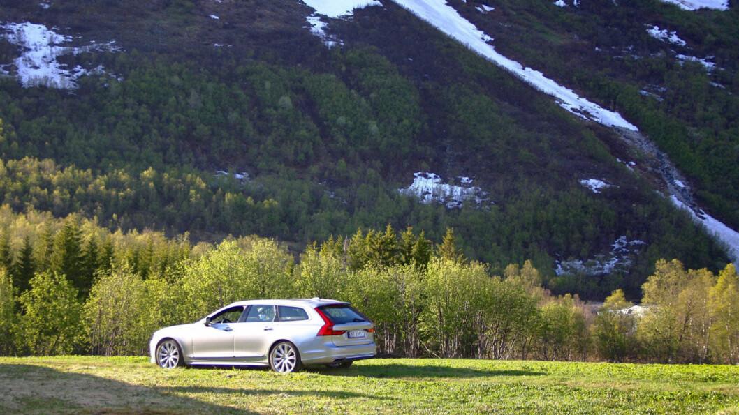 LEKKER: V90 vekker fortsatt oppmerksomhet i trafikken, selv om den er inne i sitt tredje modellår.