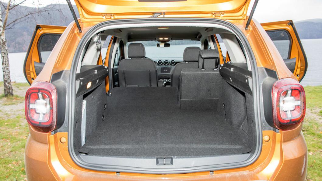 PRAKTISK: Duster har det største og mest lastevennlige bagasjerommet i en test vi har gjort blant tre rimelige SUV'er.