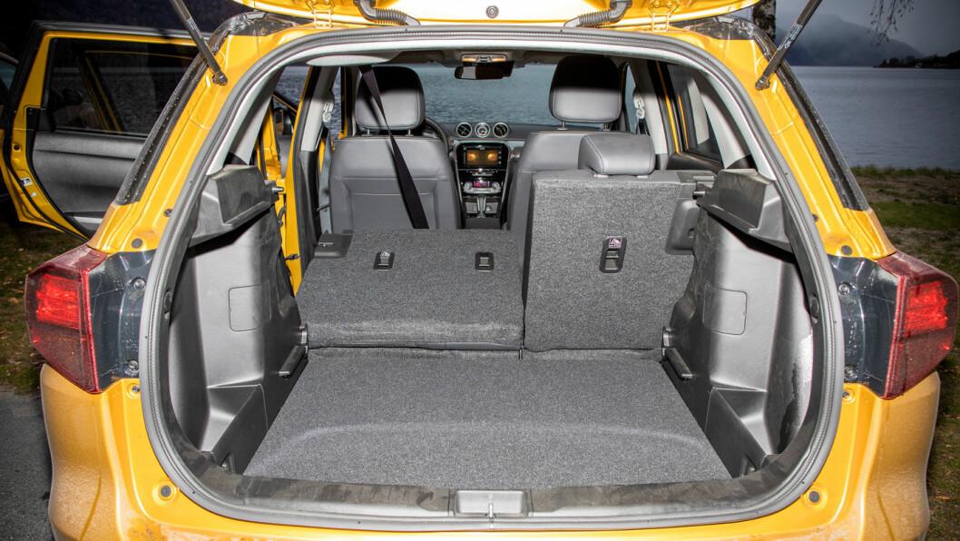 LETTLASTET: Det kasseformede karosseriet gjør det enkelt å utnytte bagasjerommet maksimalt. 375 liger er bra i en så kompakt bil.