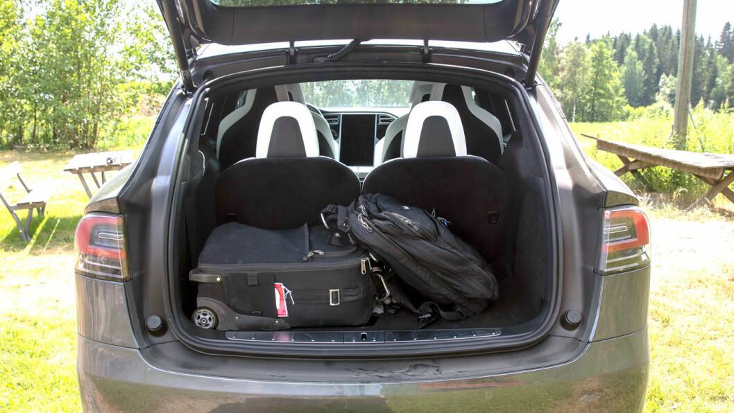 MYE PLASS: Som femseter har du over 1000 liter bagasjeplass. Som seksseter har du litt mindre volum, men til gjengjeld utsøkt komfort på rad to. Som sjuseter kan du ha med et håndballag inkludert bager og ballnett.