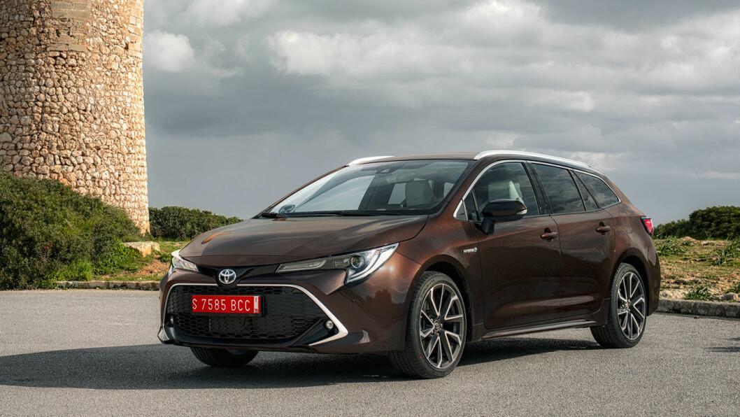<b>ELEGANT: </b>Toyota Corolla «Touring Sports» i mørk brun farge er kanskje den lekreste versjonen av nykommeren.