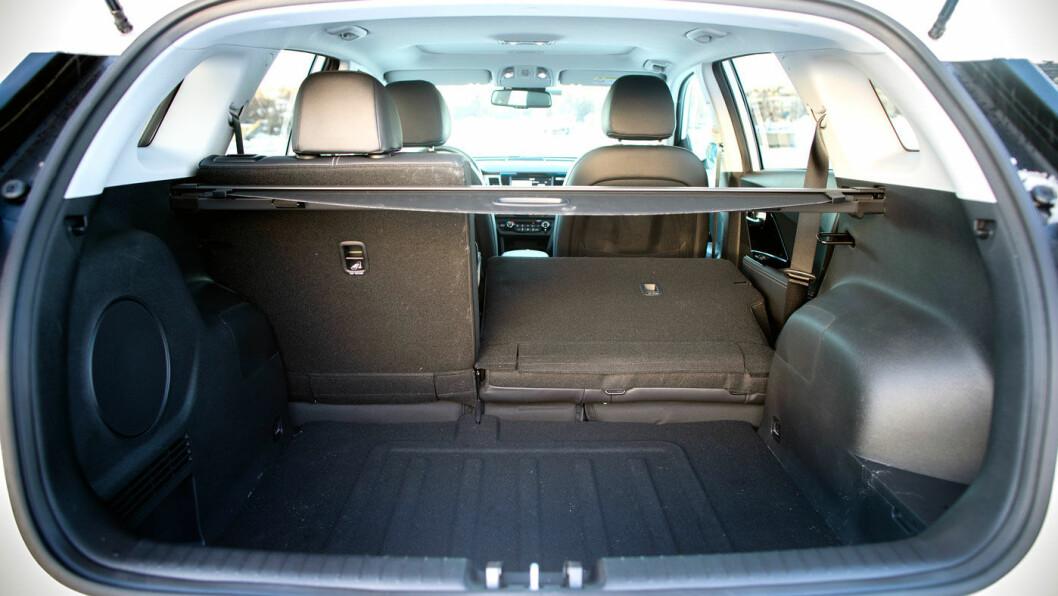 ROMSLIG: Til kompakt elbil å være, er bagasjerommet på e-Niro stort. En liten familie kan fint reise på helgetur.