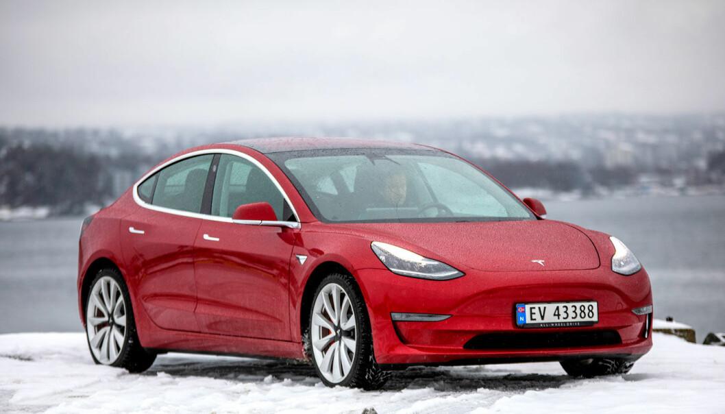 KRANGLETE: Et problem med en varmepumpesensor har ført til at Tesla Model 3-eiere har opplevd at bilen mistet varmen.