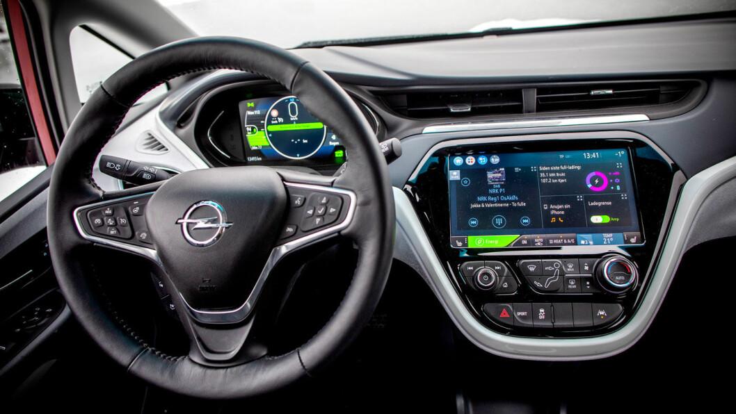 LITT GAMMELT: Tiden går fort i elbilbransjen, og innvendig føles både design og materialkvalitet litt foreldet.