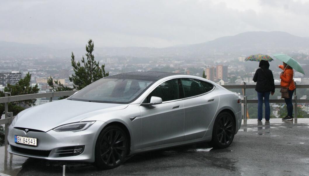 GRÅTT: Tusenvis av Tesla Model S (bildet) og Model X tilbakekalles i Kina.