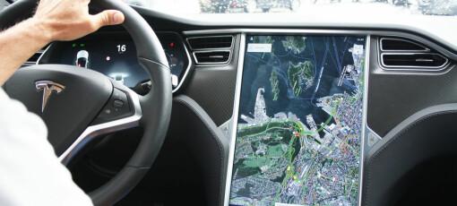 Tesla bedt om å tilbakekalle biler med defekt skjerm
